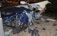 ДТП в центре Киева: Maserati разорвало об столб на две части