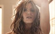 Дженнифер Энистон снялась топлес в фотосессии со своим стилистом