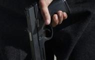В Броварах мужчина украл две бутылки коньяка, угрожая пистолетом