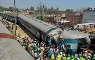 В Индии с рельсов сошел поезд: 26 погибших