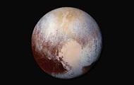 Ученые объяснили красный цвет Плутона и предположили, что внутри - океан