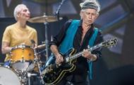 Гитарист The Rolling Stones разрешил дочерям вдохнуть его прах