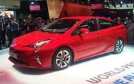 Toyota показала новое поколение гибридной линейки Prius