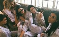 Кардашьян устроила вечеринку в пижамах в честь скорого рождения ребенка