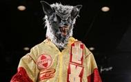 Украинский боксер вышел на ринг в страшной маске волка