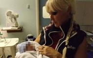 55-летняя британка стала самой пожилой матерью тройняшек