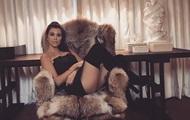 Сестра Кардашьян опубликовала откровенные фото в ботфортах