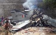 В Индии самолет МиГ-27 врезался в дом