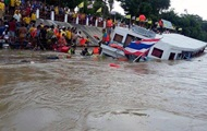В Таиланде теплоход врезался в мост: 15 жертв