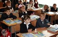 Кабмин одобрил повышение зарплат учителям и 12-летку