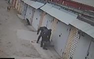 В Киеве полицейские избили снимавшего их мужчину