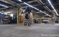 Boston Dynamics показала прыжок робота Handle
