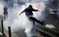 Протестующие в Париже бросали камни в копов