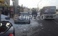 В Киеве авто после ДТП вылетело на остановку