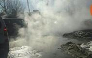 В Киеве улицу затопило горячей водой