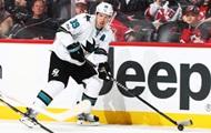 Игрок получил шайбой в лицо от одноклубника в матче НХЛ
