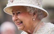 Королева Британии прокатилась верхом на пони