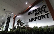 В аэропорту Индонезии обрушился потолок
