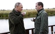 Медведев опасается за свой пост - Bloomberg