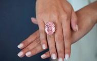 С аукциона продали крупнейший розовый бриллиант