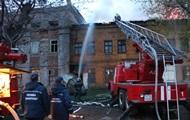 В Киеве полсотни спасателей тушили склад завода