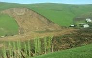 В Киргизии оползень накрыл село: десятки погибших