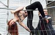 Femen протестовали возле участка Ле Пен