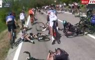 Стоявший на обочине мотоцикл стал причиной завала на Джиро
