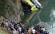 В Индии автобус упал в реку: десятки жертв