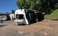 В США перевернулся автобус с детьми: десятки раненых