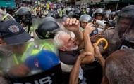 В Венесуэле тысячи пожилых людей вышли на марш