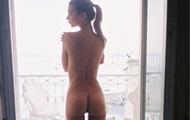 Эмили Ратаковски показала обнаженное фото