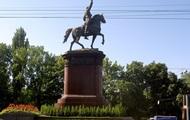 В Киеве осталось демонтировать 28 скульптур