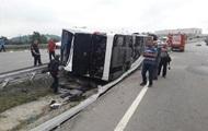 В Турции перевернулся автобус с военными, 47 пострадавших
