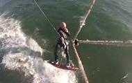 На видео показали столкновение серфингиста с китом