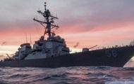 Эсминец США столкнулся с торговым судном