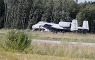 В Эстонии самолет США сел на трассу