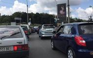 В Киеве возле моста Патона заблокировано движение