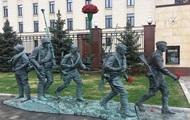 В Москве согнули памятник Они сражались за родину