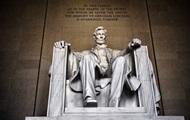 Гражданин Киргизии нацарапал свое имя на мемориале Линкольна в Вашингтоне