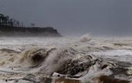 Ураган Мария ослаб до первой категории