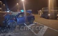 На выезде из Киева такси протаранило грузовик
