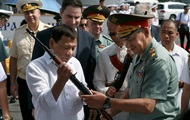 Россия передала Филиппинам оружие и боеприпасы