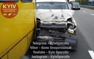 В Киеве автомобиль врезался в маршрутку с пассажирами