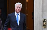 Министр обороны Британии подал в отставку из-за скандала