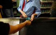 Украинцы стали чаще платить банковскими картами