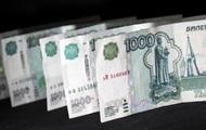 Рубль на открытии торгов стремительно падает