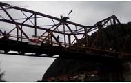 Экстремал погиб прямом эфире, прыгая с моста