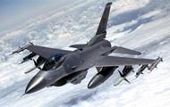 Истребитель F-16 сбросил топливные баки в южнокорейское озеро