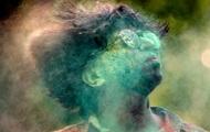 Появились фото с фестиваля красок в Индии